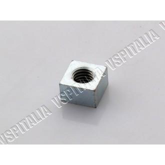 32b - Dado quadrato fissaggio manubrio Vespa PX 125 150 200 - R.O. Piaggio 076020