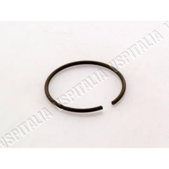 Anello elastico fissaggio bocchettone sul collettore d\'aspirazione per Vespa 50 - 125 Primavera - ET3 - PK - R.O. Piaggio 11000