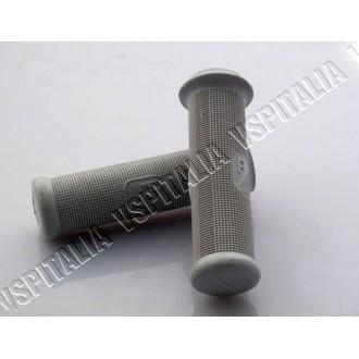 Coppia manopole grigie quadrettate con logo Piaggio rettangolare øi24mm Fabbricate in Italia Vespa 50 125 Primavera - VNA - VNB1